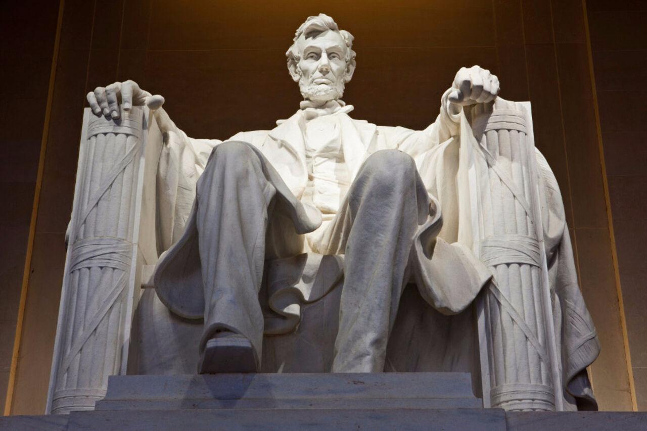 Вандалы осквернили Мемориал Линкольна вВашингтоне