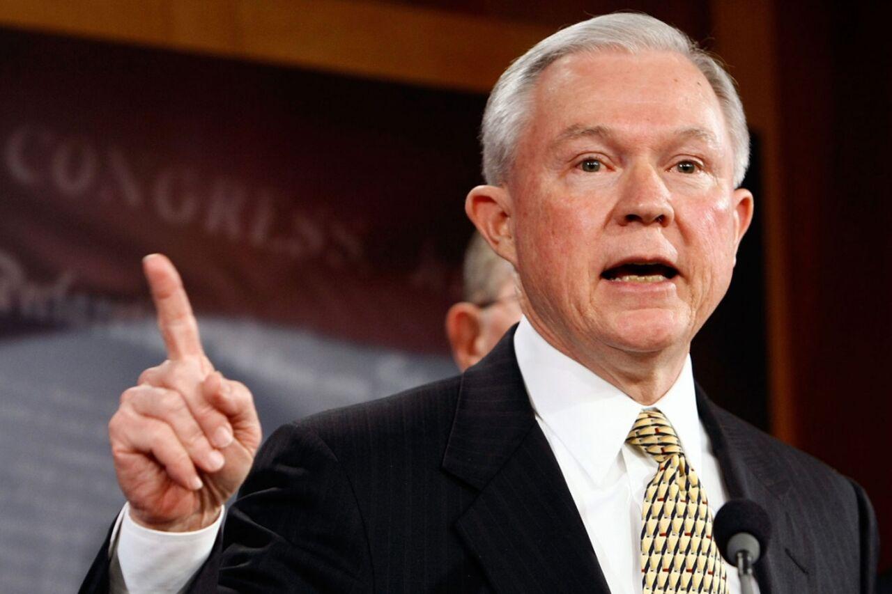 Трамп едва не сократил генерального прокурора США