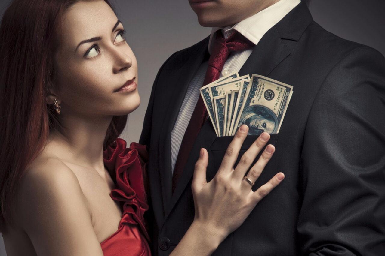 Продают жен за деньги, В русском порно муж продал свою жену за бабло 4 фотография