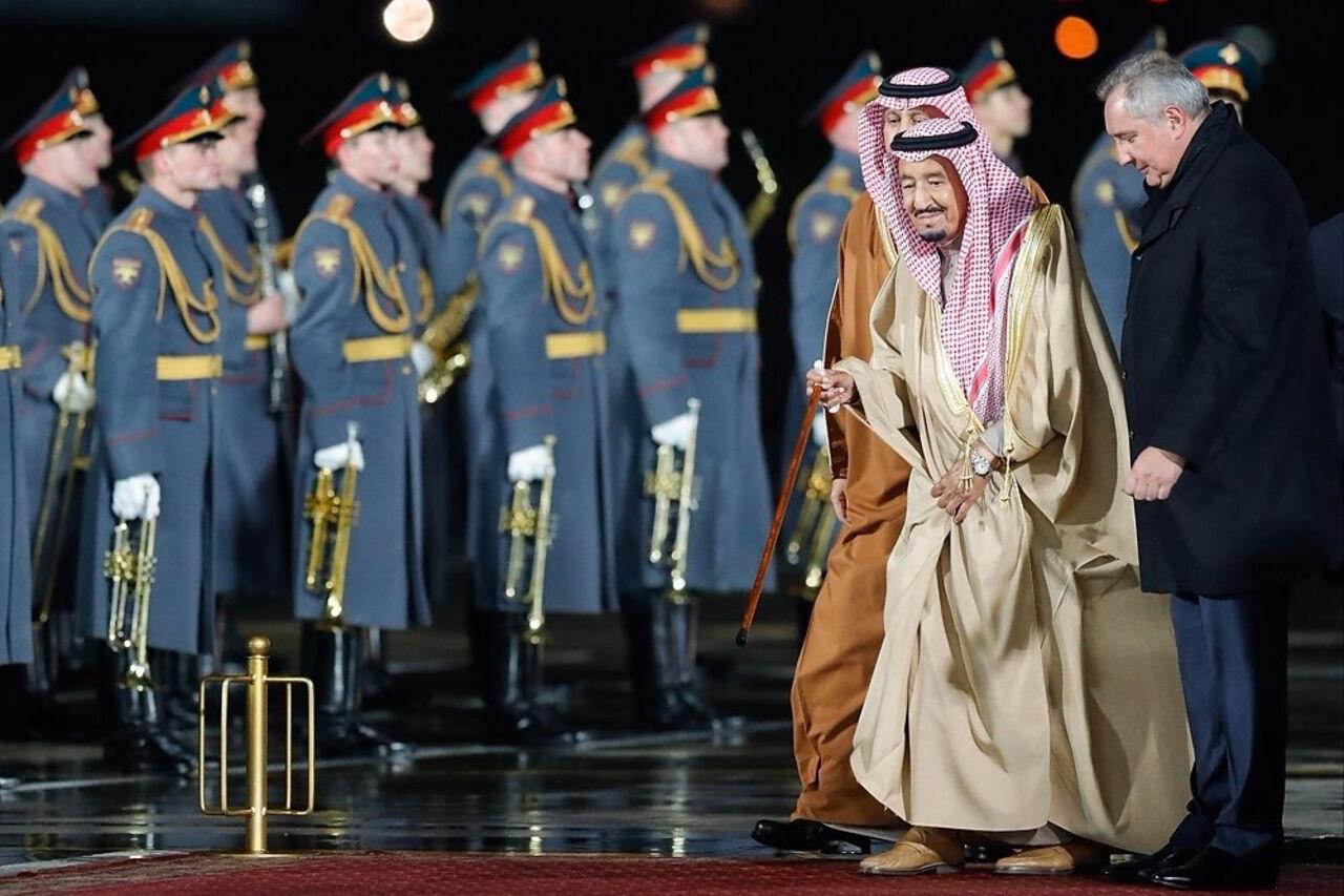 Монарх Саудовской Аравии прибыл в столицу России