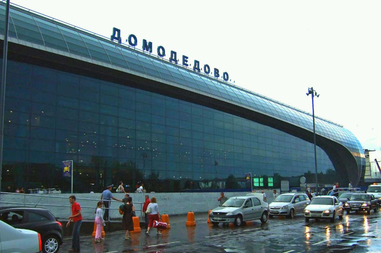Сборщик тележек иуборщица прикарманили вещи пассажиров вДомодедово