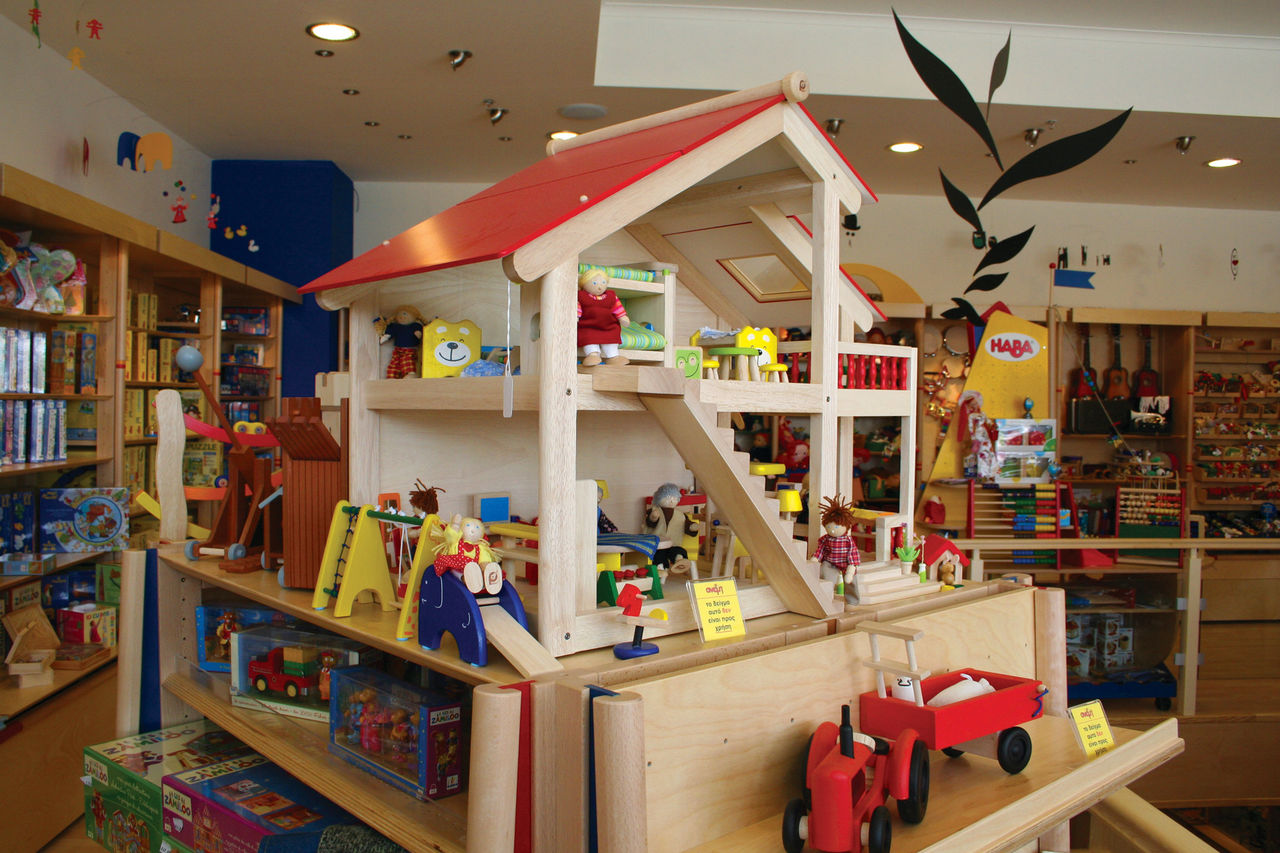Американские ученые определили что чем больше игрушек доступно ребенку тем хуже у него развиваются внимание и творческие способности