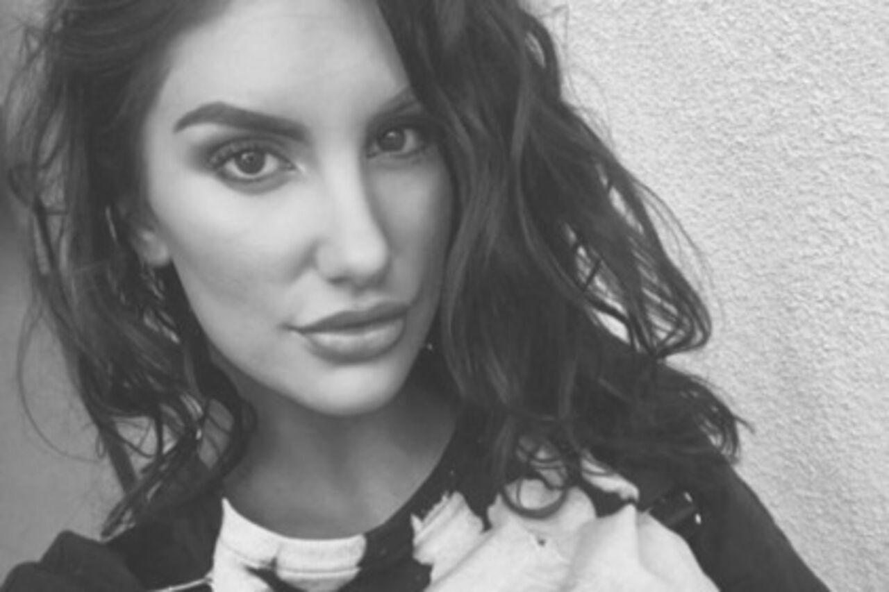 Порнозвезда покончила ссобой из-за обвинений вгомофобии