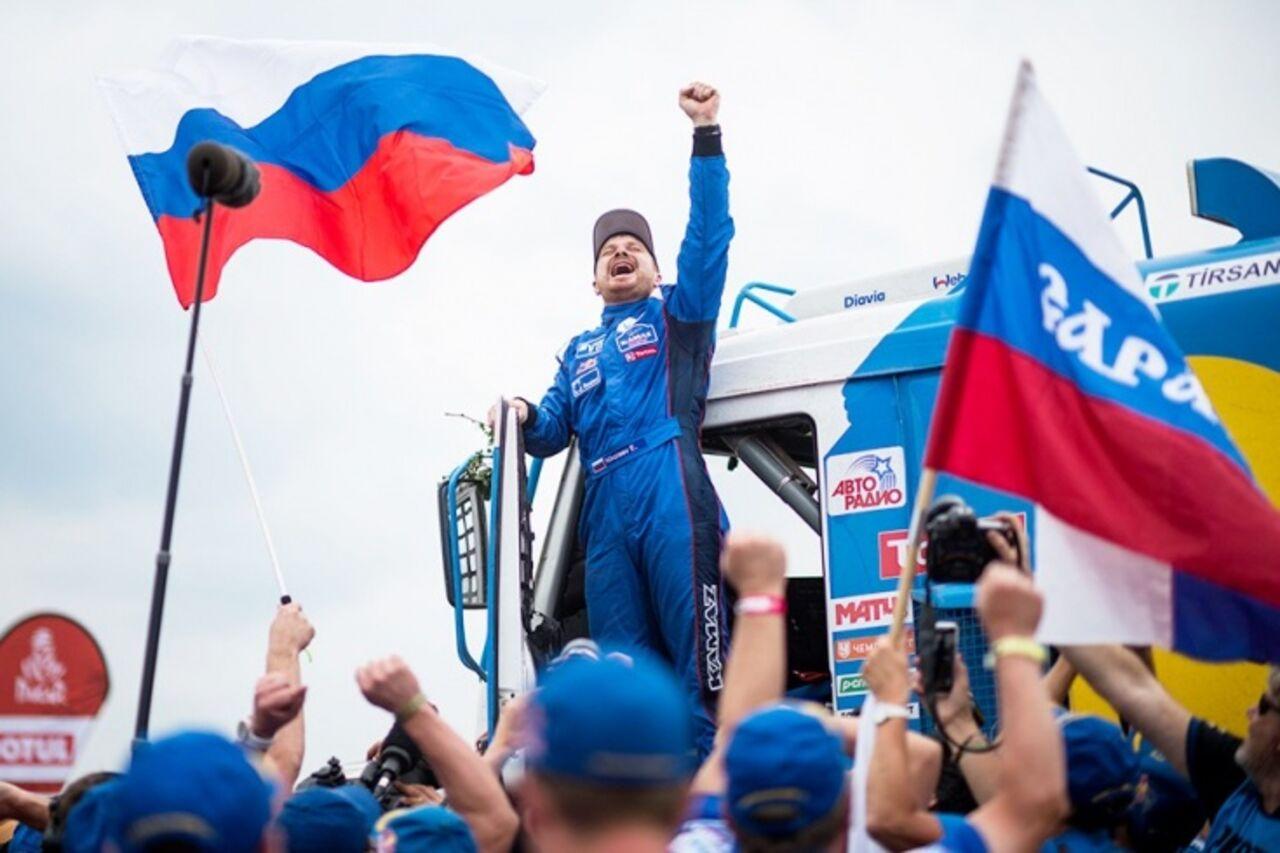 Путин поздравил экипаж «КамАЗ-мастер» спобедой вралли-марафоне «Дакар-2018»