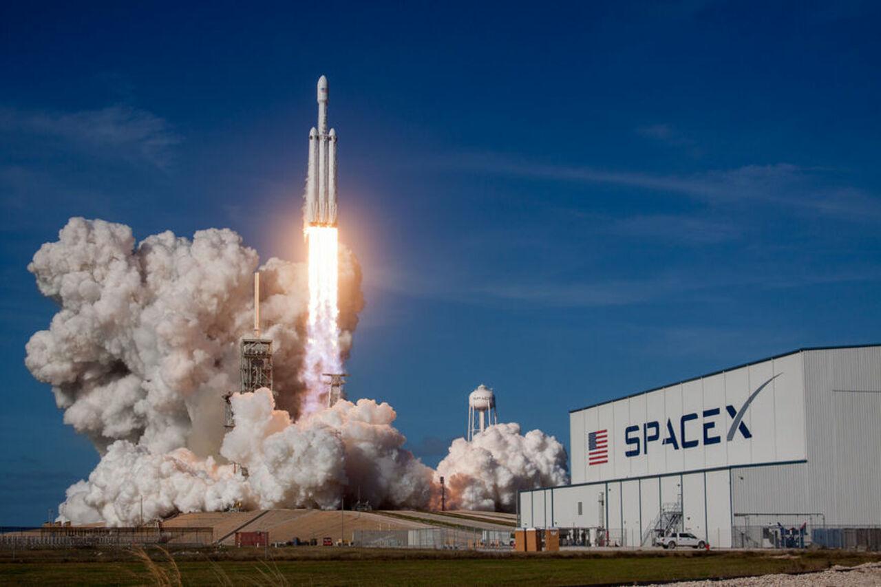 Самая мощная ракета доставила наорбиту автомобиль Маска— Запуск Falcon Heavy