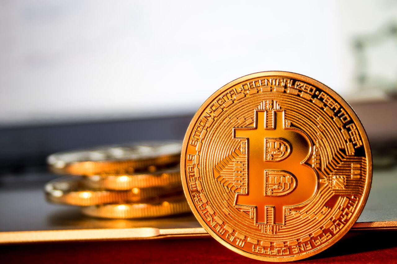 Курс биткоина поднялся выше $9 тыс.