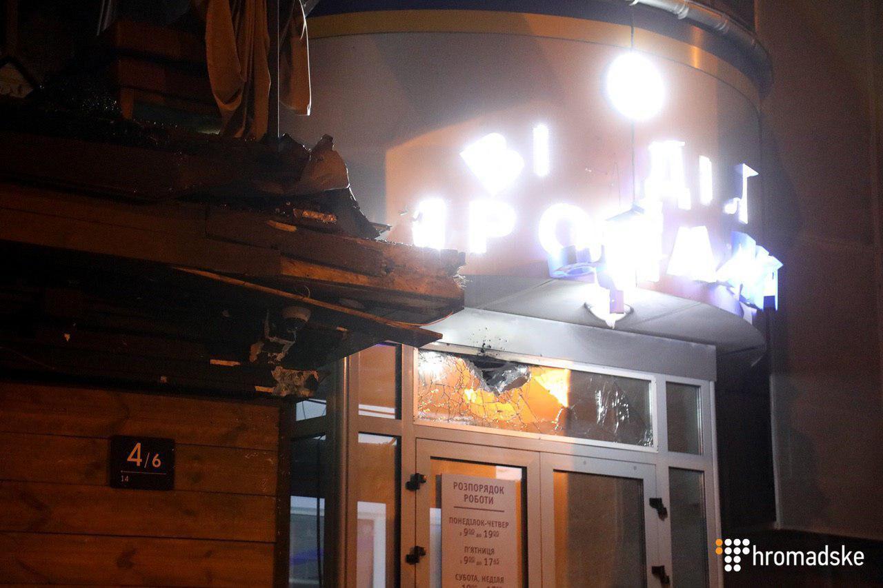 Неизвестные обстреляли изгранатомета строение  вцентре столицы Украины