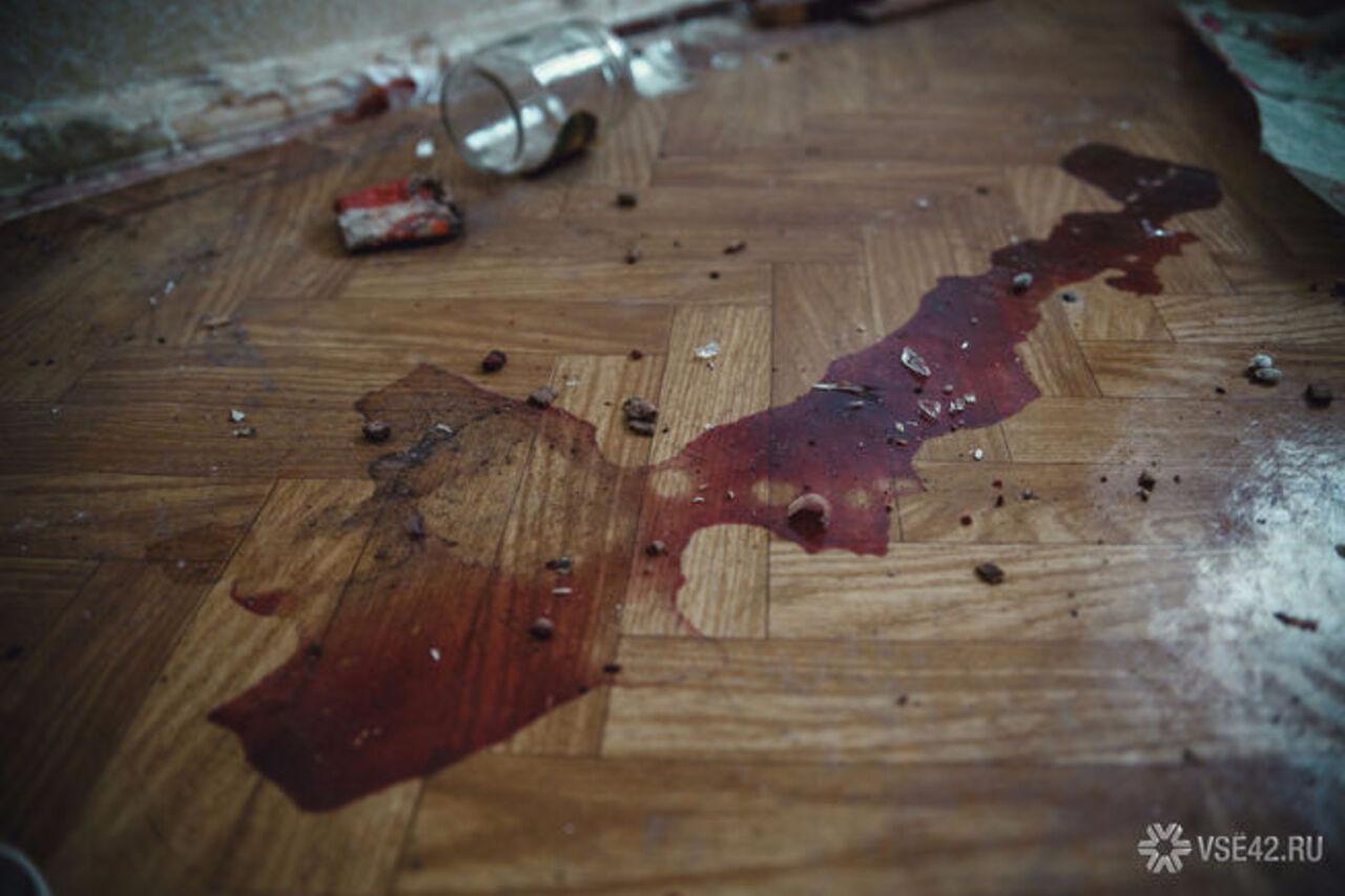ВОмске 10-летняя девочка отыскала дома зарезанную мать изастреленного отца
