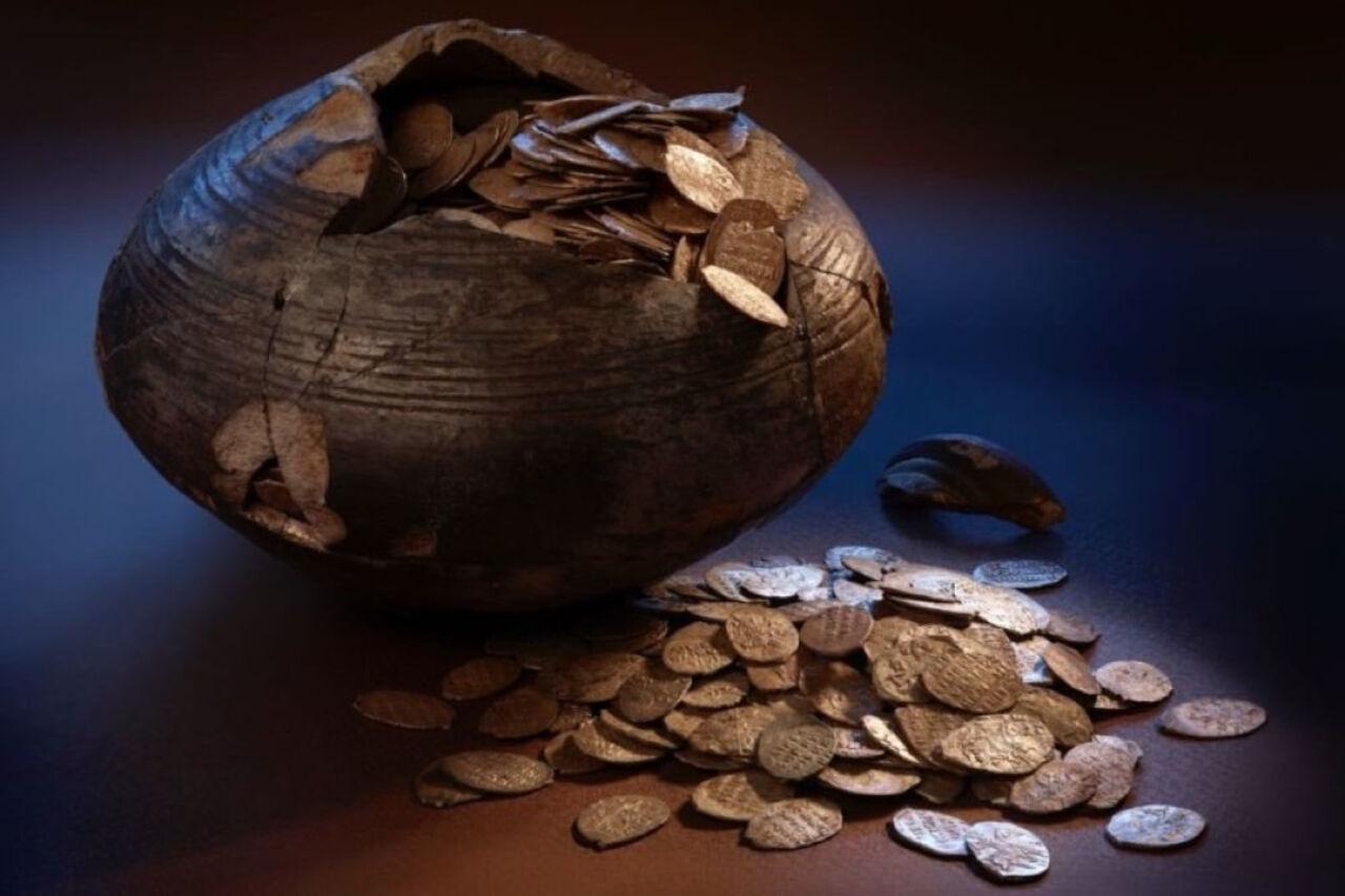 Ученые отыскали вПодмосковье клад сдревними монетами