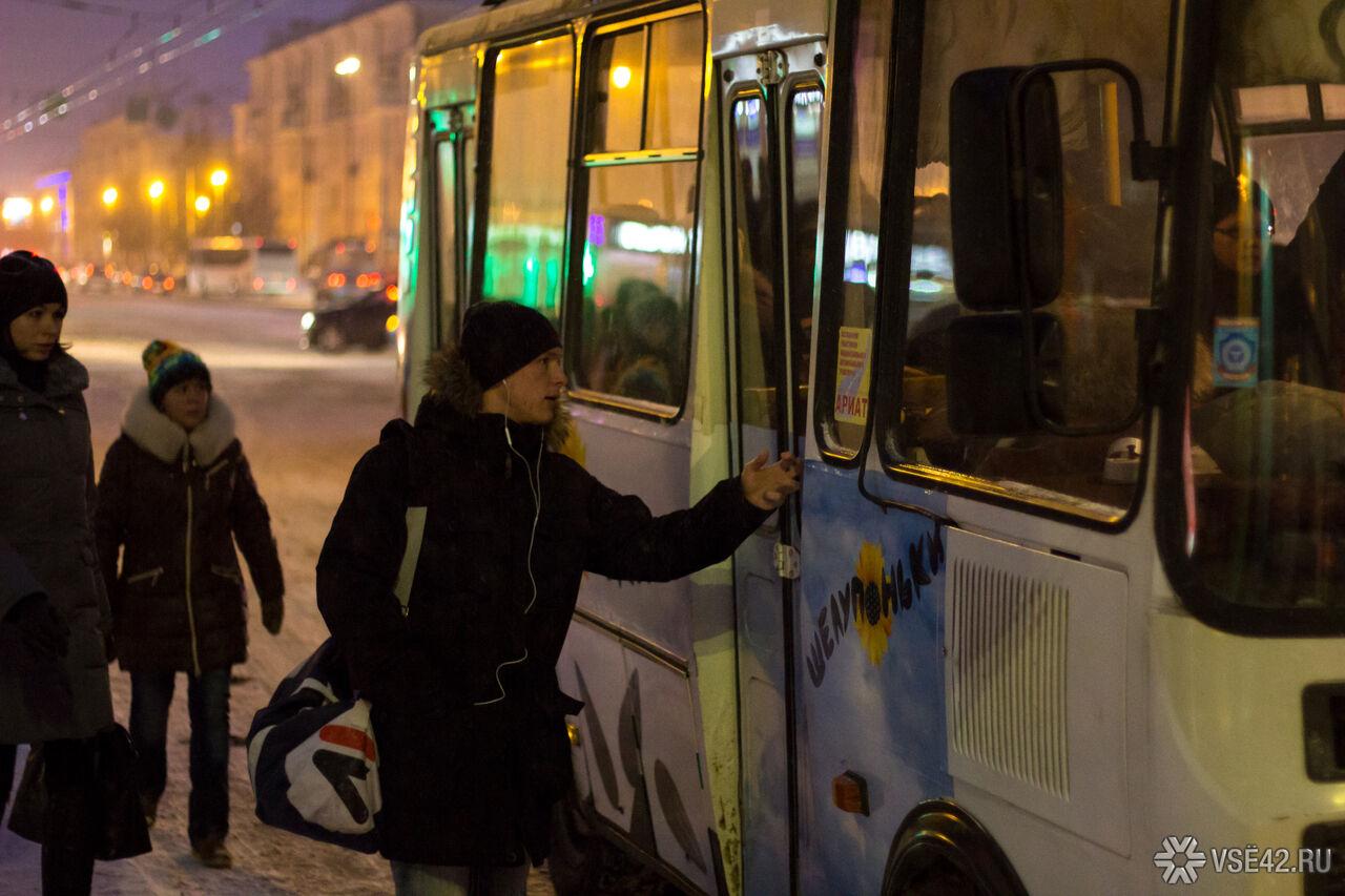 ВКузбассе женщина поскользнулась иупала под колёса ехавшего автобуса