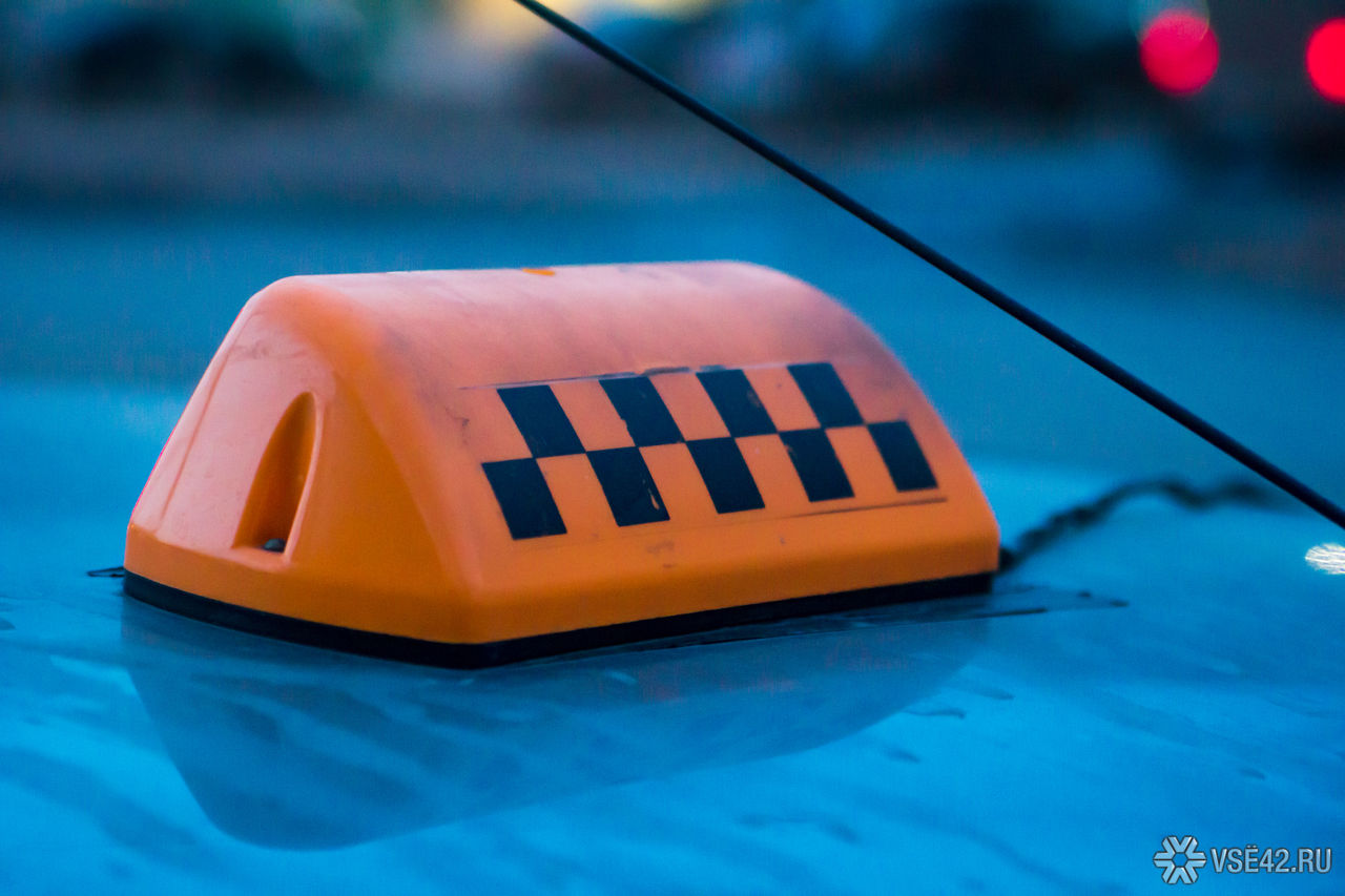 Ученые назвали самый опасный цвет такси