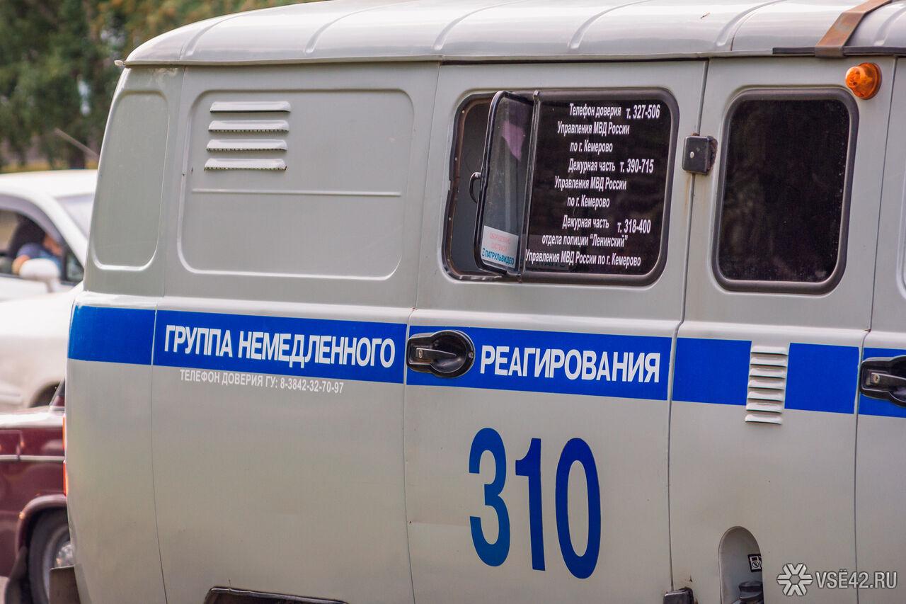 Два жителя Кузбасса пытались вынести норковые шубы изТЦ через вентиляцию