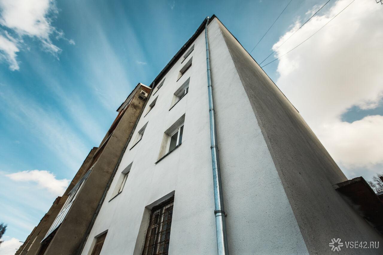 ВТомске медсотрудники спасли выпавшую изокна 10-го этажа девочку