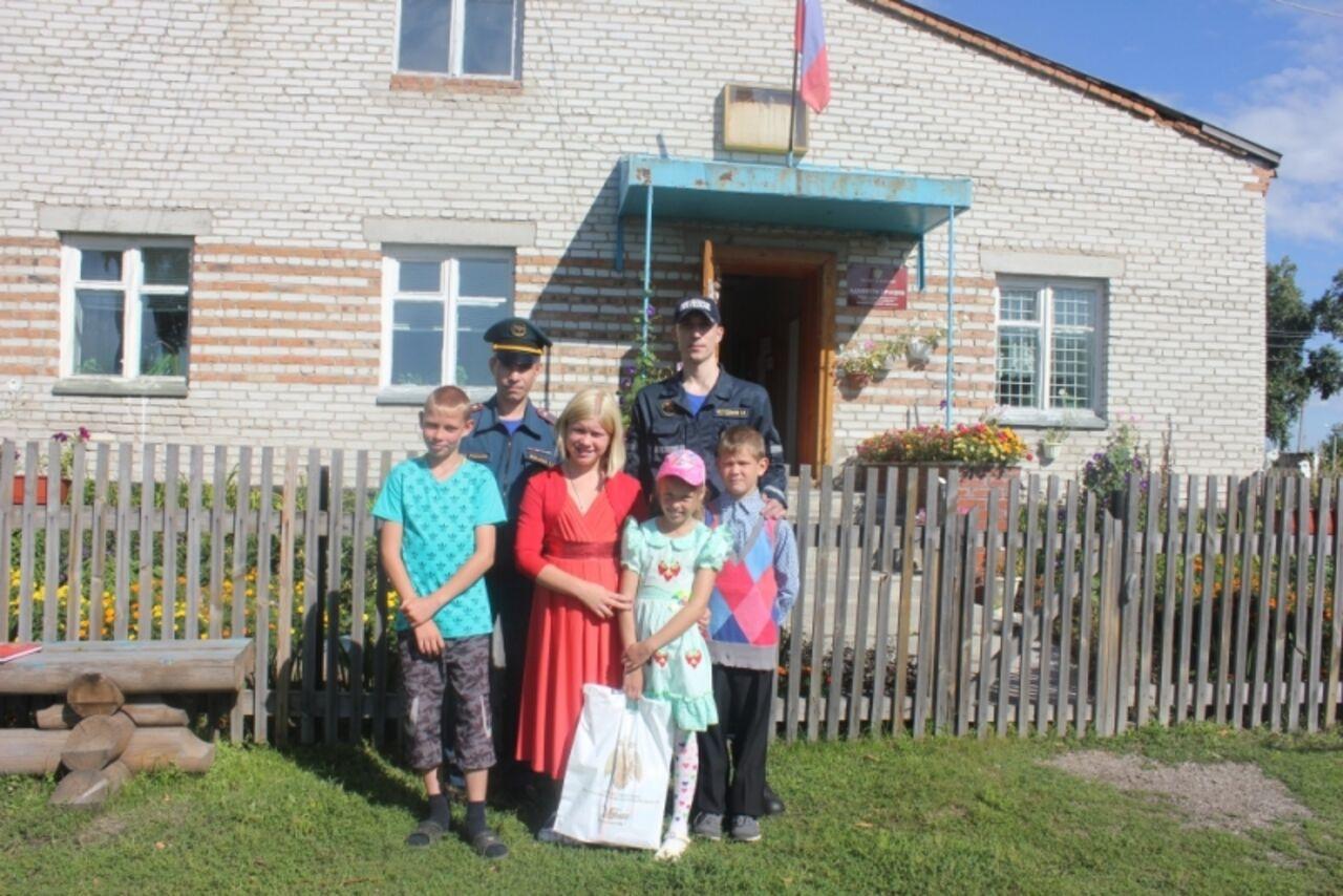 Под Новосибирском дети спасли изводы семилетнюю девочку изКузбасса