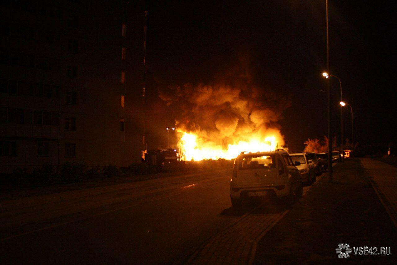 ВКемерове ночью навсе 100% сгорело строение