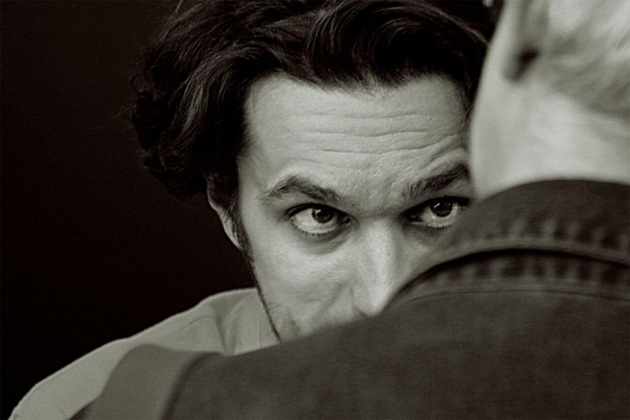 Почему мужчина долго смотрит в глаза психология