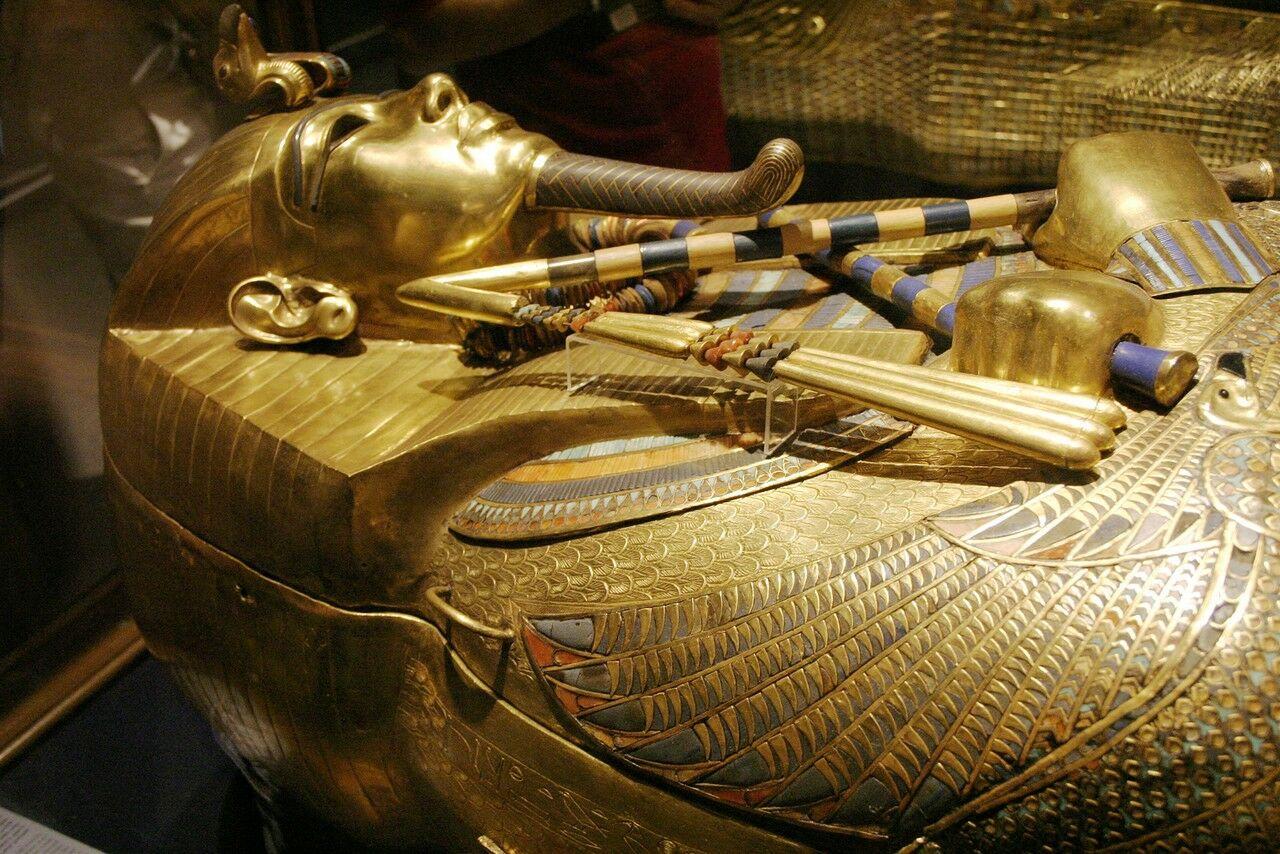 Археологи заявили что в ближайшее времясобираются искать в гробницеТутанхамона тайные комнаты