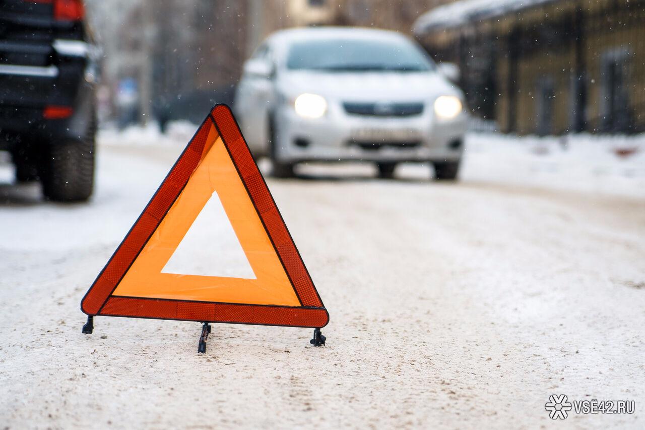 ВКузбассе натрассе перевернулся УАЗ, пострадали три человека