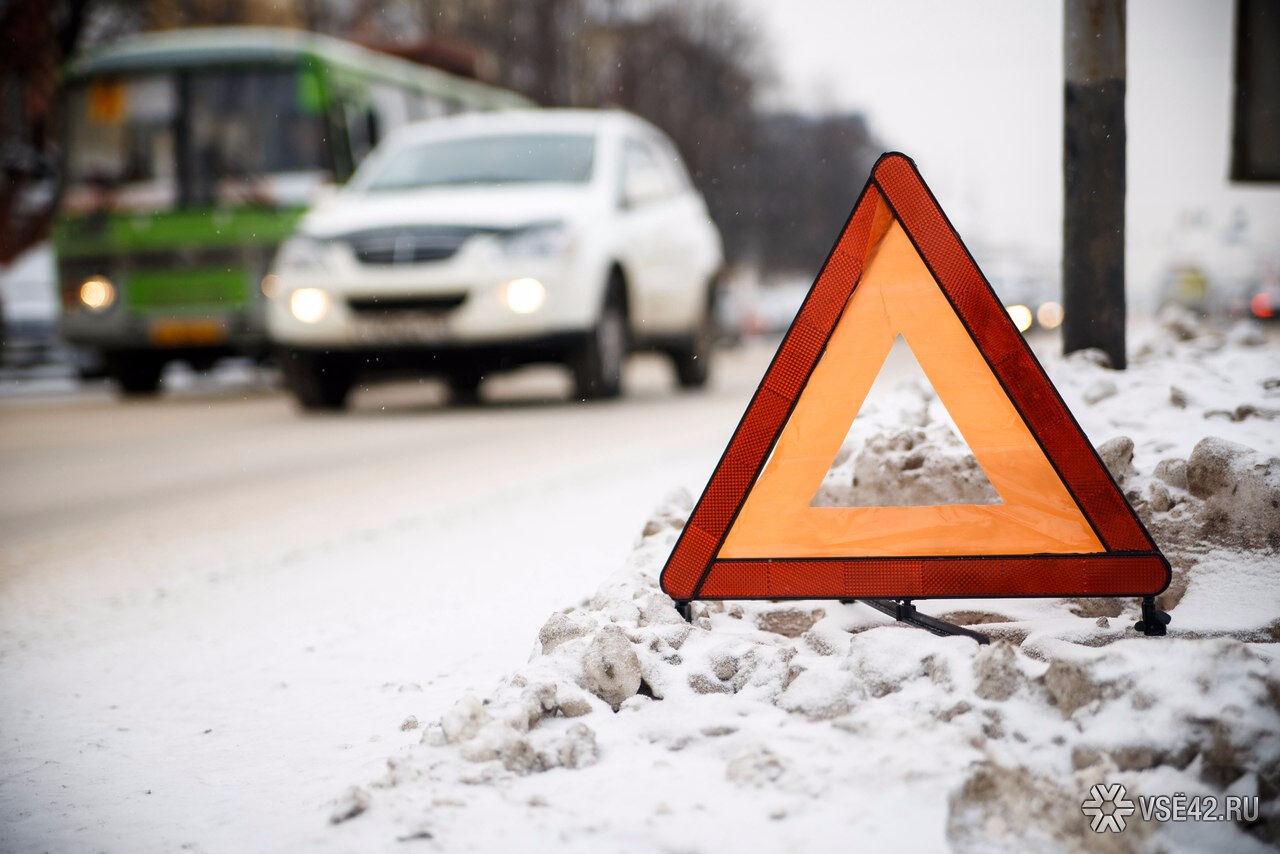 ДТП вКузбассе: Натрассе автомобиль Лада Granta насмерть сбил пешехода