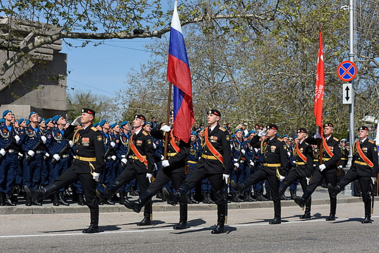 Впервый раз  военный парад прошел встолице Крыма Симферополе