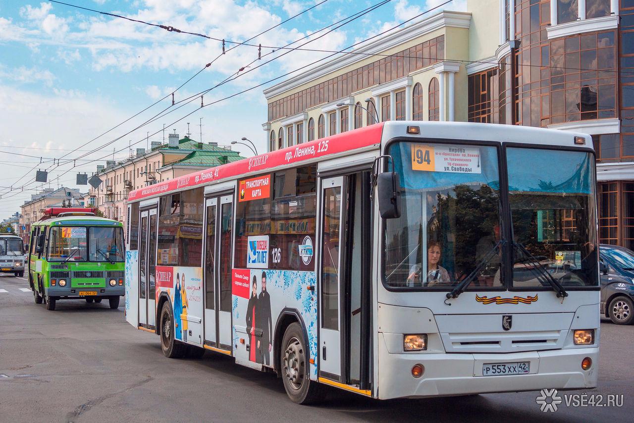 ВНовокузнецке дебошир разбил дверь автобуса
