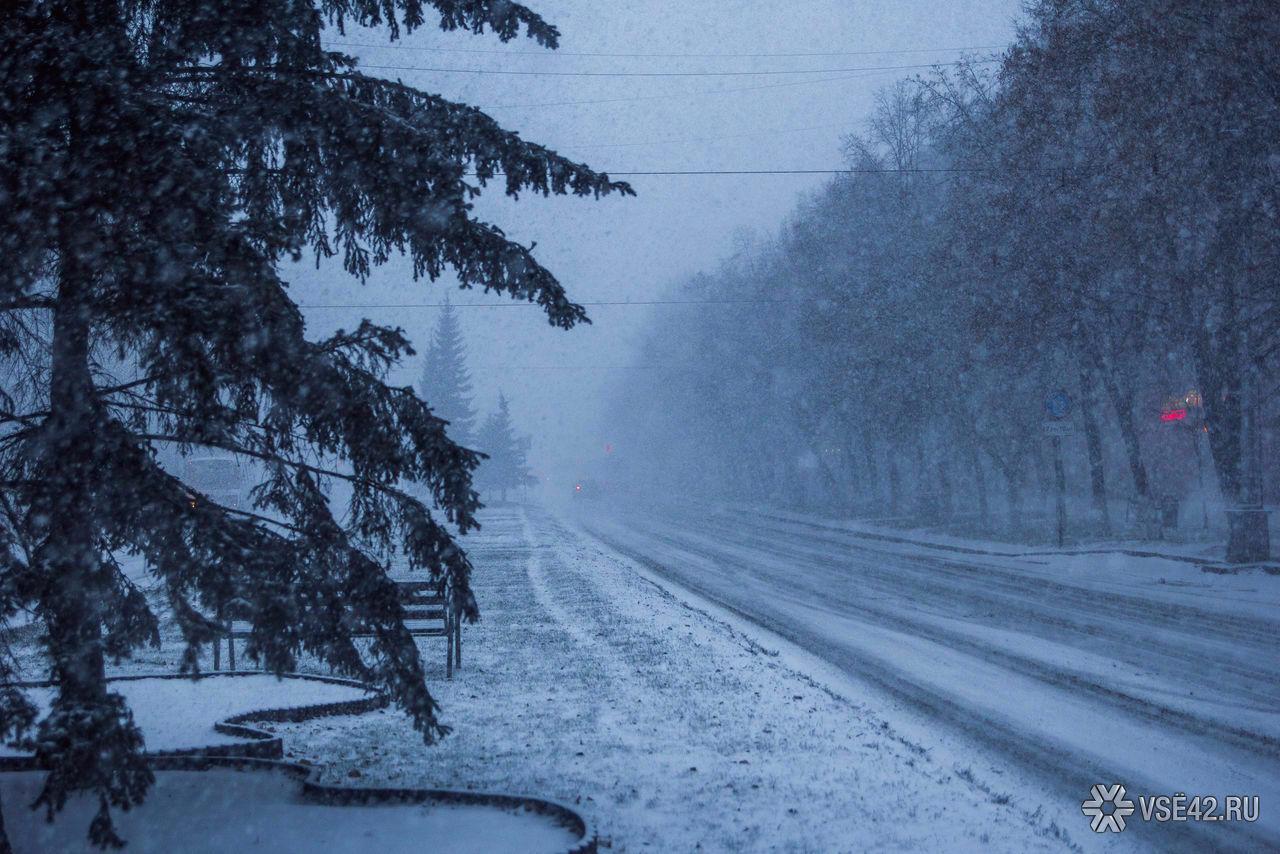 Руководитель Кемерово временно запретил проезд большегрузам через город из-за снегопада