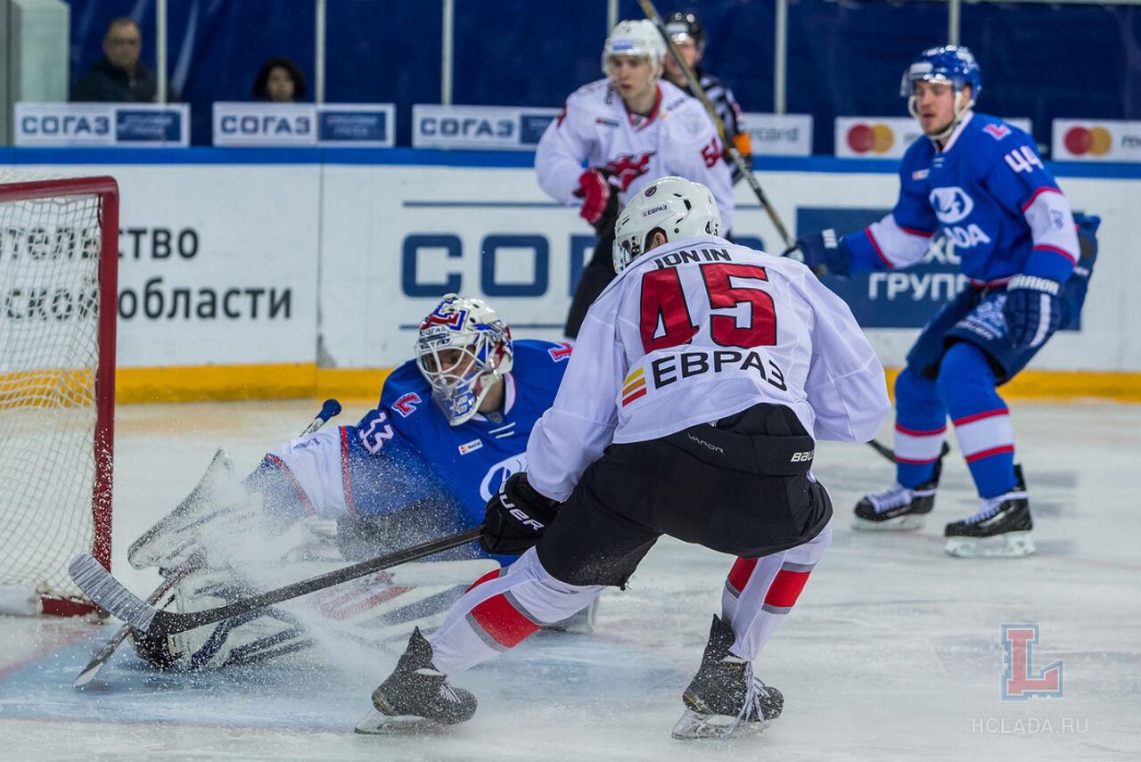 Новокузнецкий «Металлург» обыграл «Ладу» ипрервал серию из12 поражений