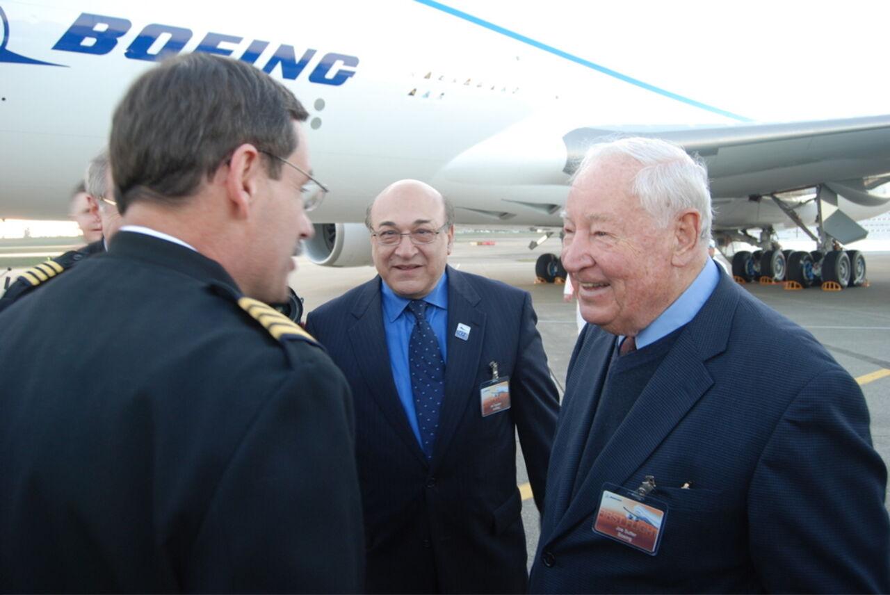 Во вторник 30 августа на 95-м гожу жизни скончался ведущий инженер команды разработчиков авиалайнераBoeing 747 Джо Саттер. Об этом сообщает Reuter