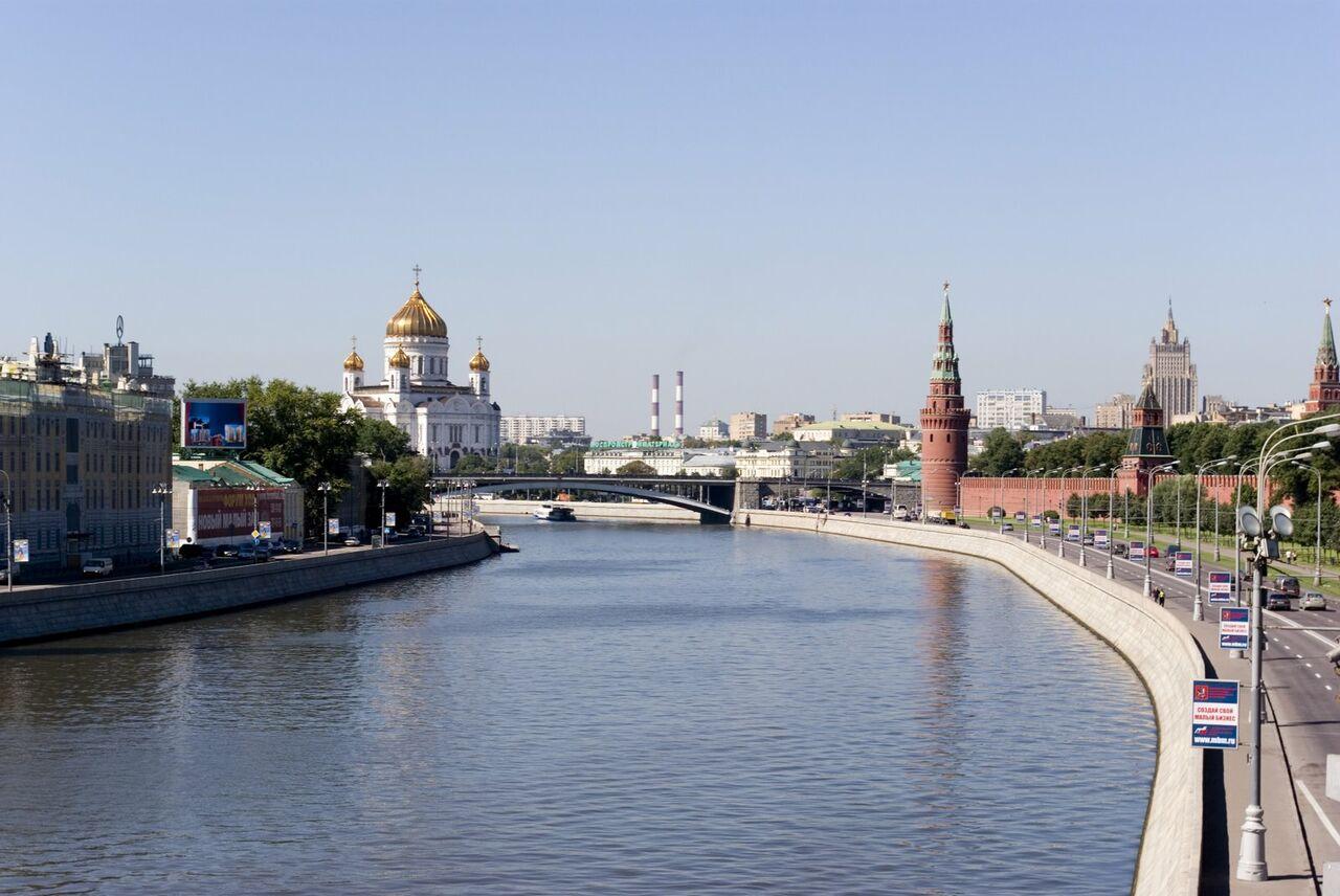 Врайоне Кремлёвской набережной изМосквы-реки выловили мужское тело