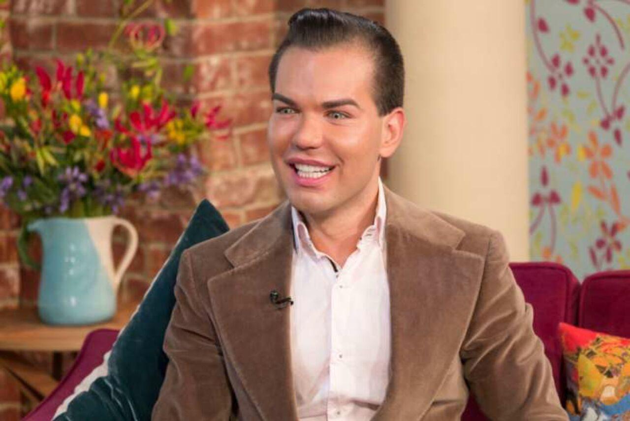 «Живой Кен» из Великобритании раскритиковал внешность Монеточки
