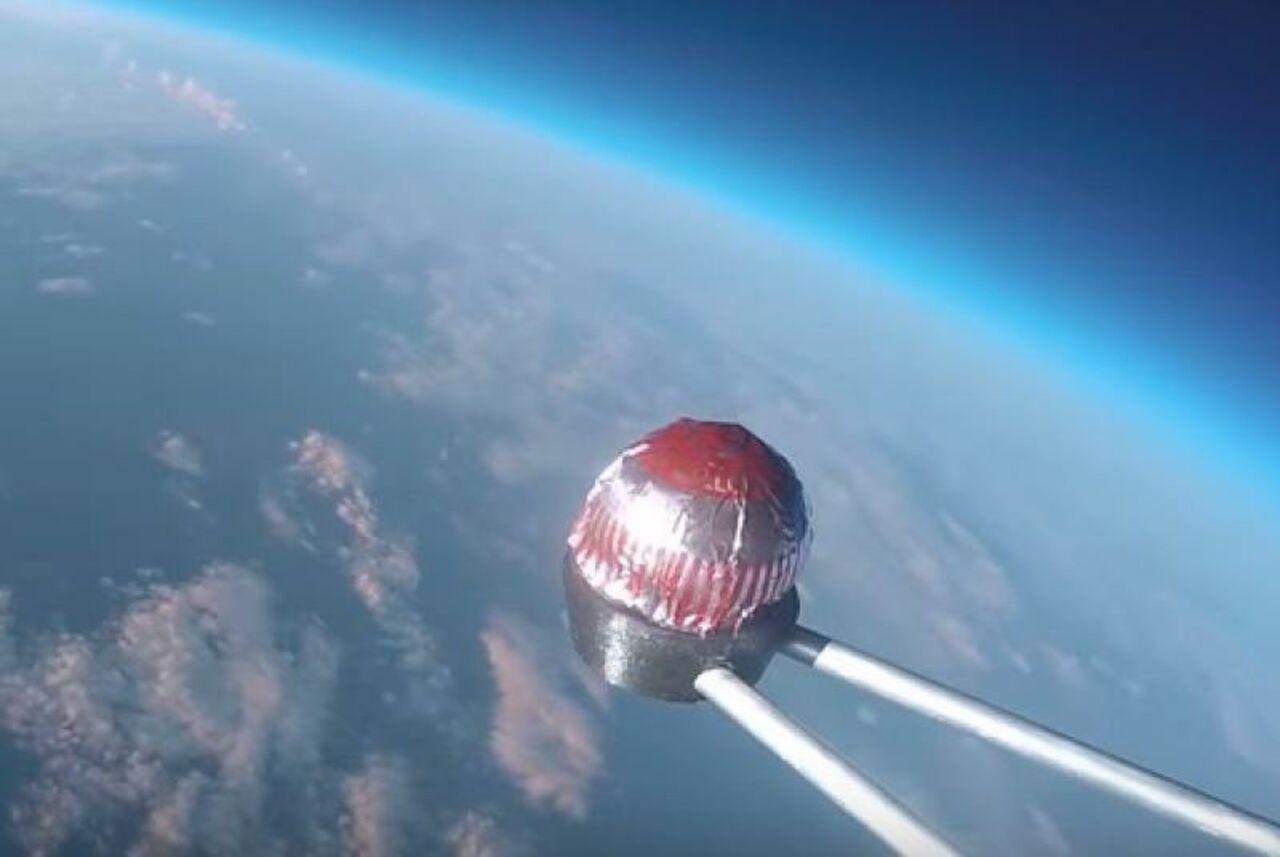 Вкосмосе побывал шоколадный торт— Угощение вселенских масштабов