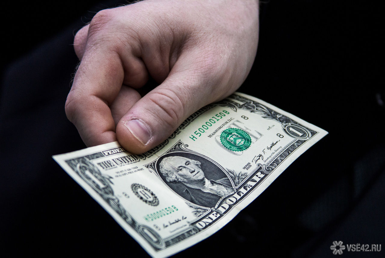 Путин позволил оплачивать заработную плату виностранной валюте