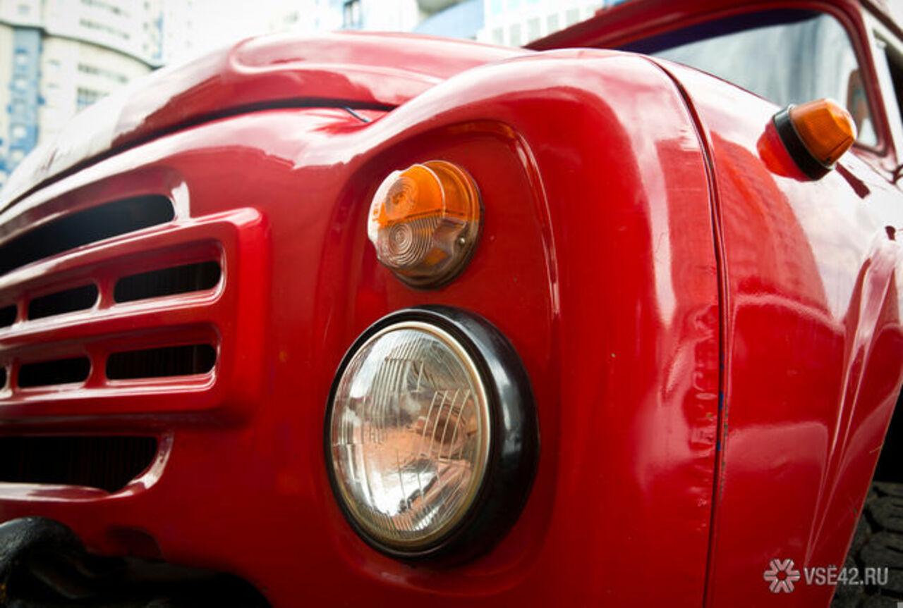 ВКузбассе вгаражах сгорели два автомобиля