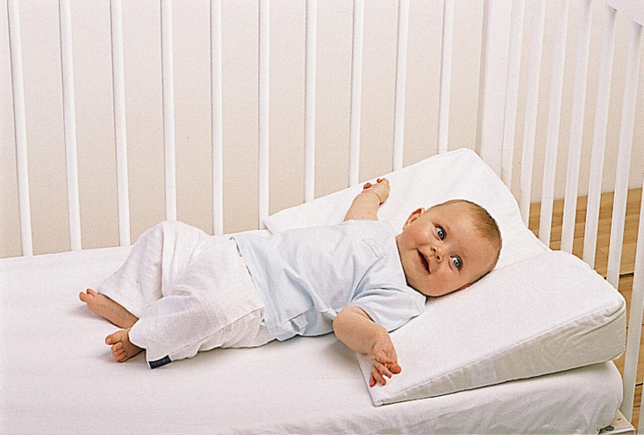 Как правильно присаживать ребенка в подушки фото