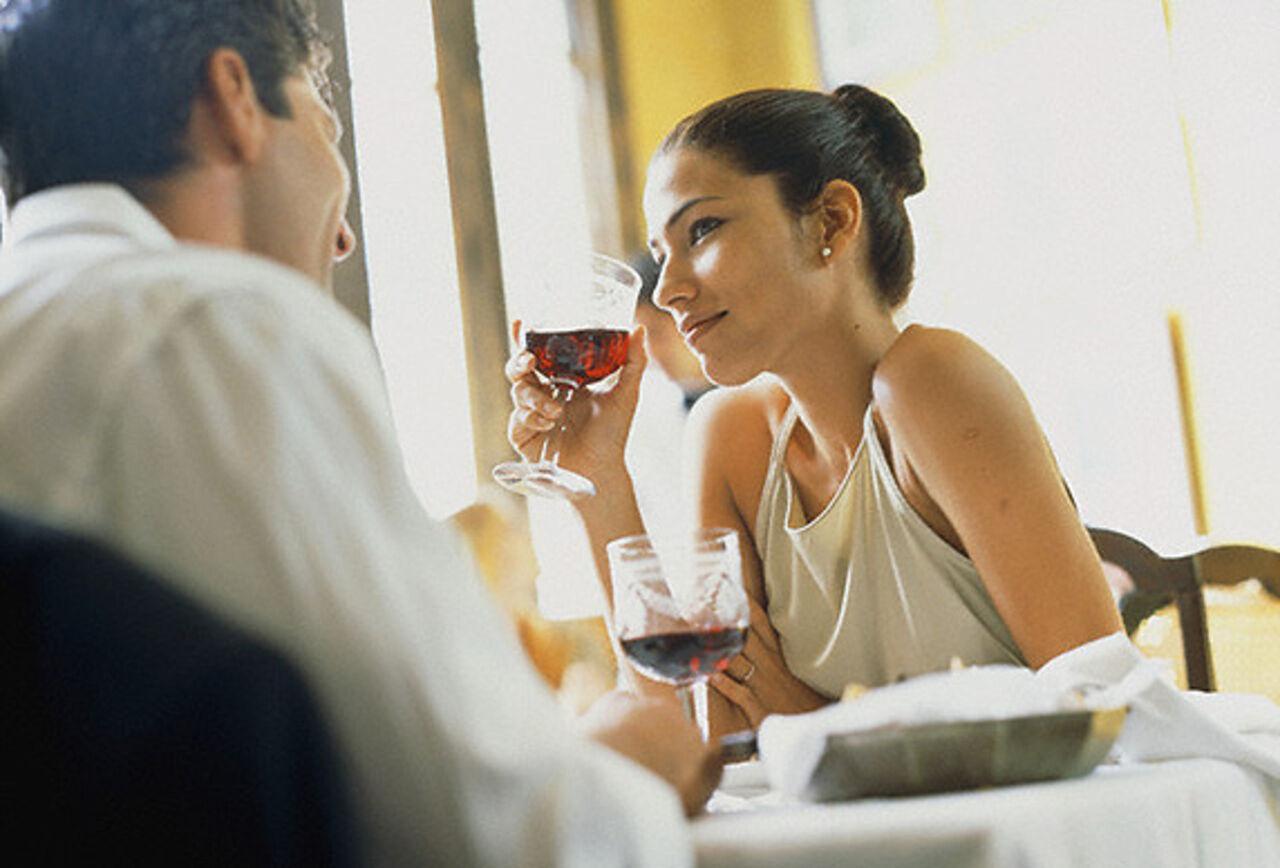 Благодаря алкоголю брак становится счастливее