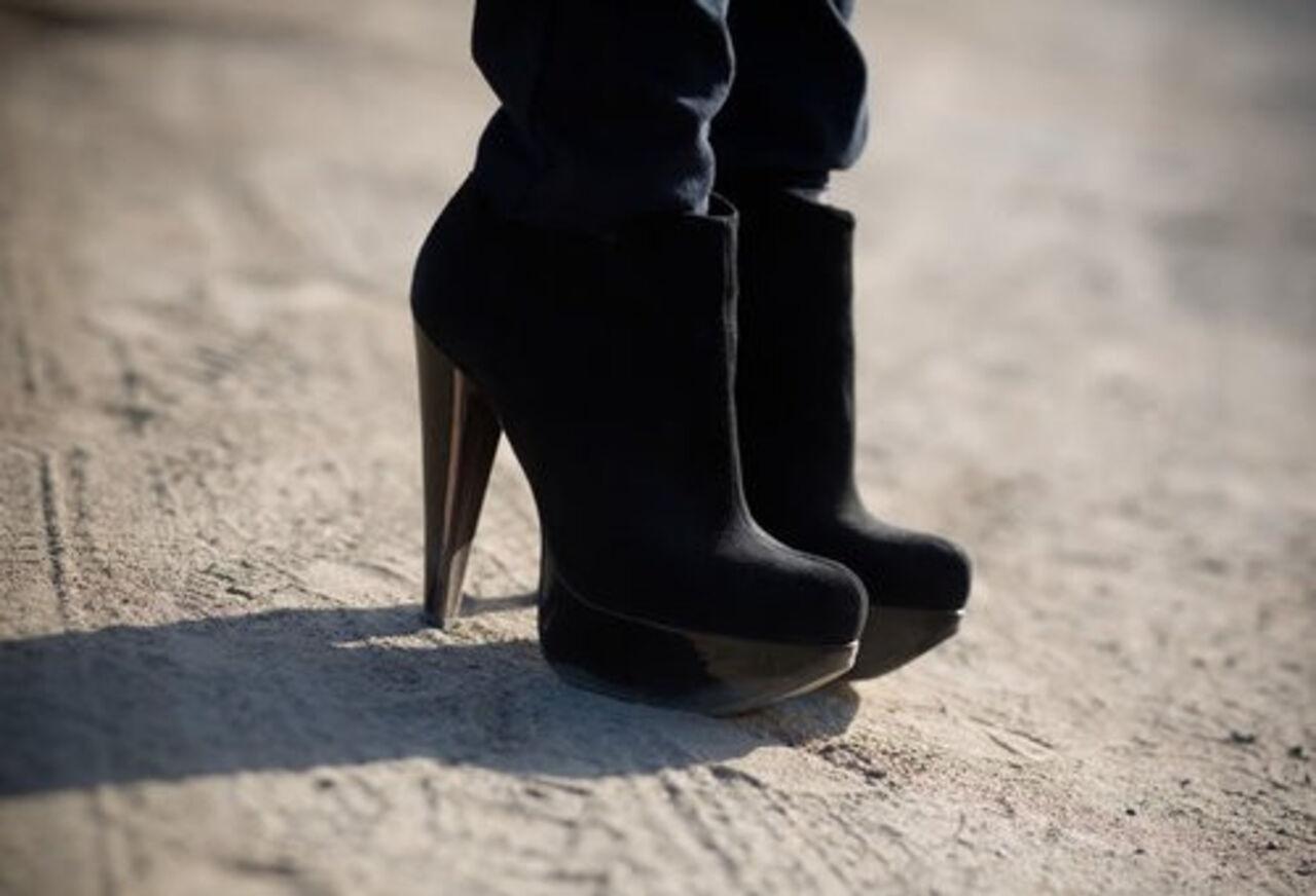 Типичное члена каблуками фото 5 фотография