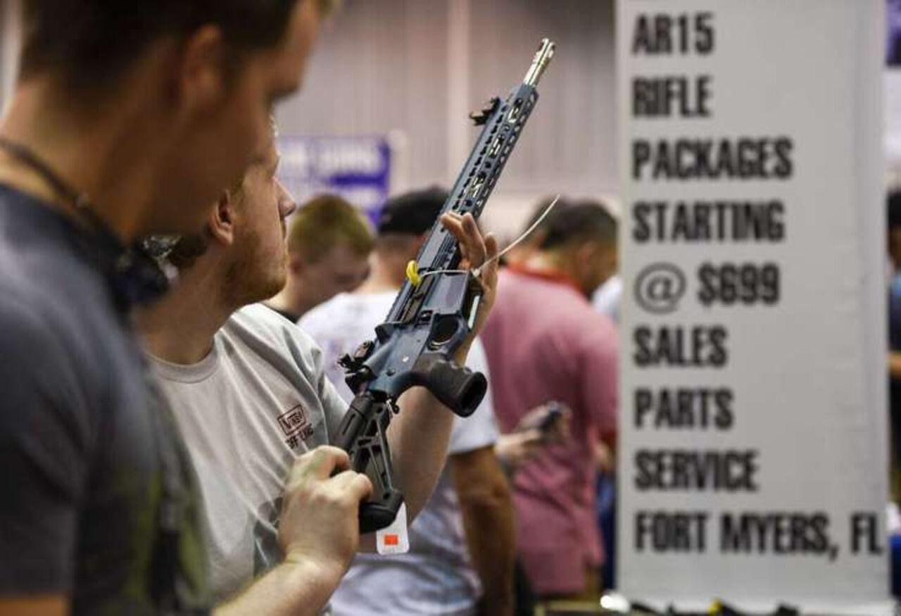 Сенат Флориды запретил винтовку AR-15 на15 мин.
