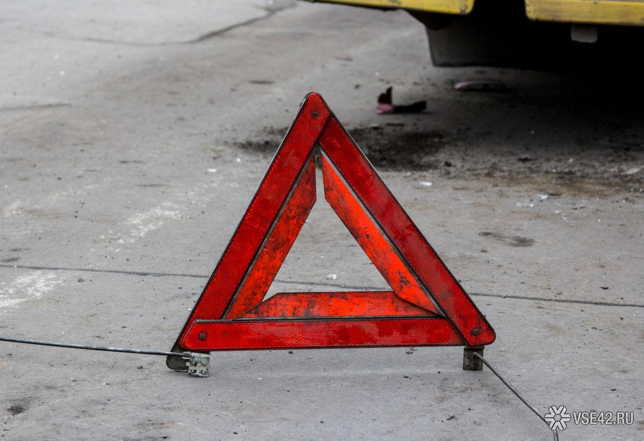 Влобовом ДТП сфурой накузбасской трассе погибла девушка-водитель