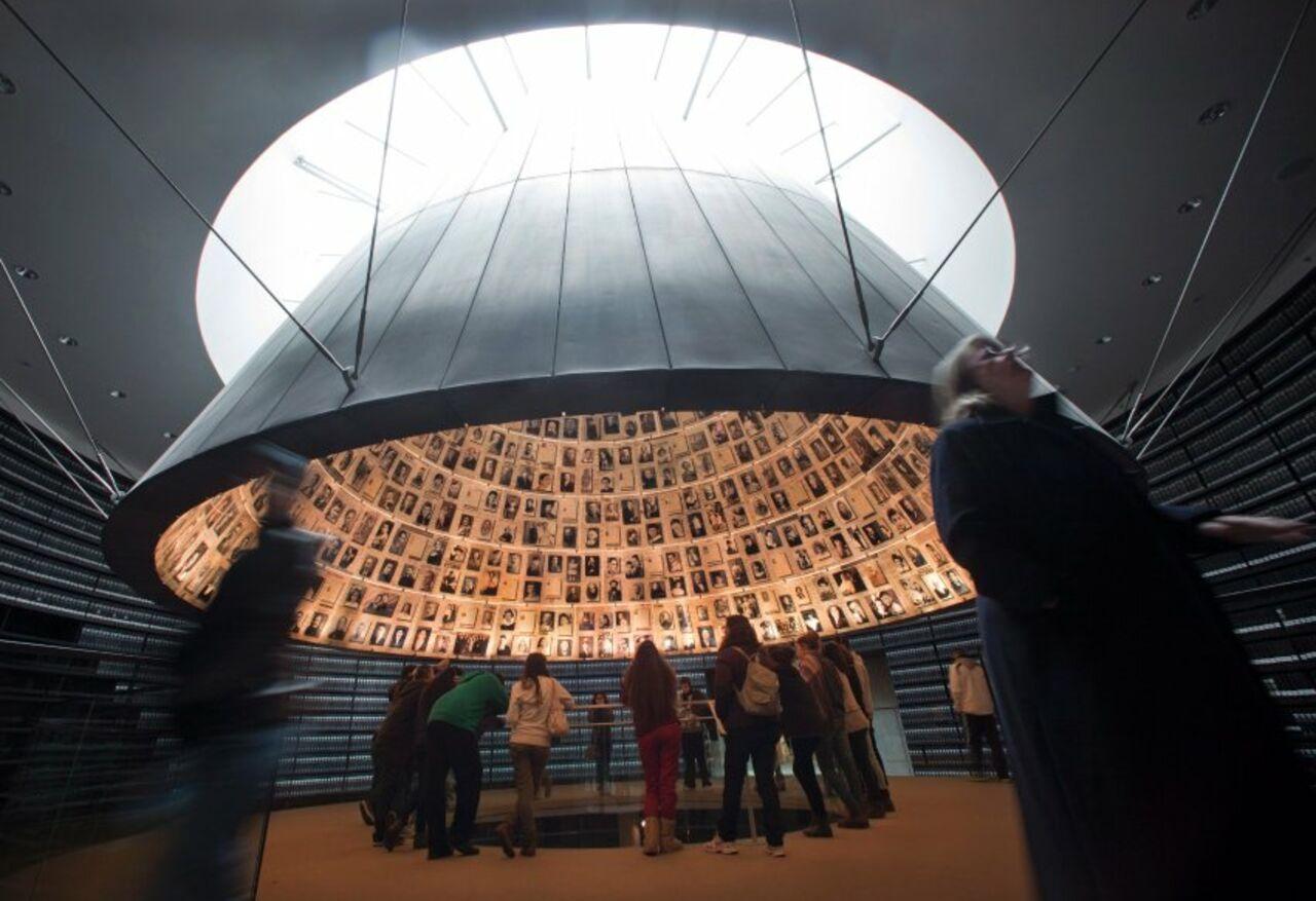 ВИзраиле зажгли факелы впамять ожертвах Холокоста
