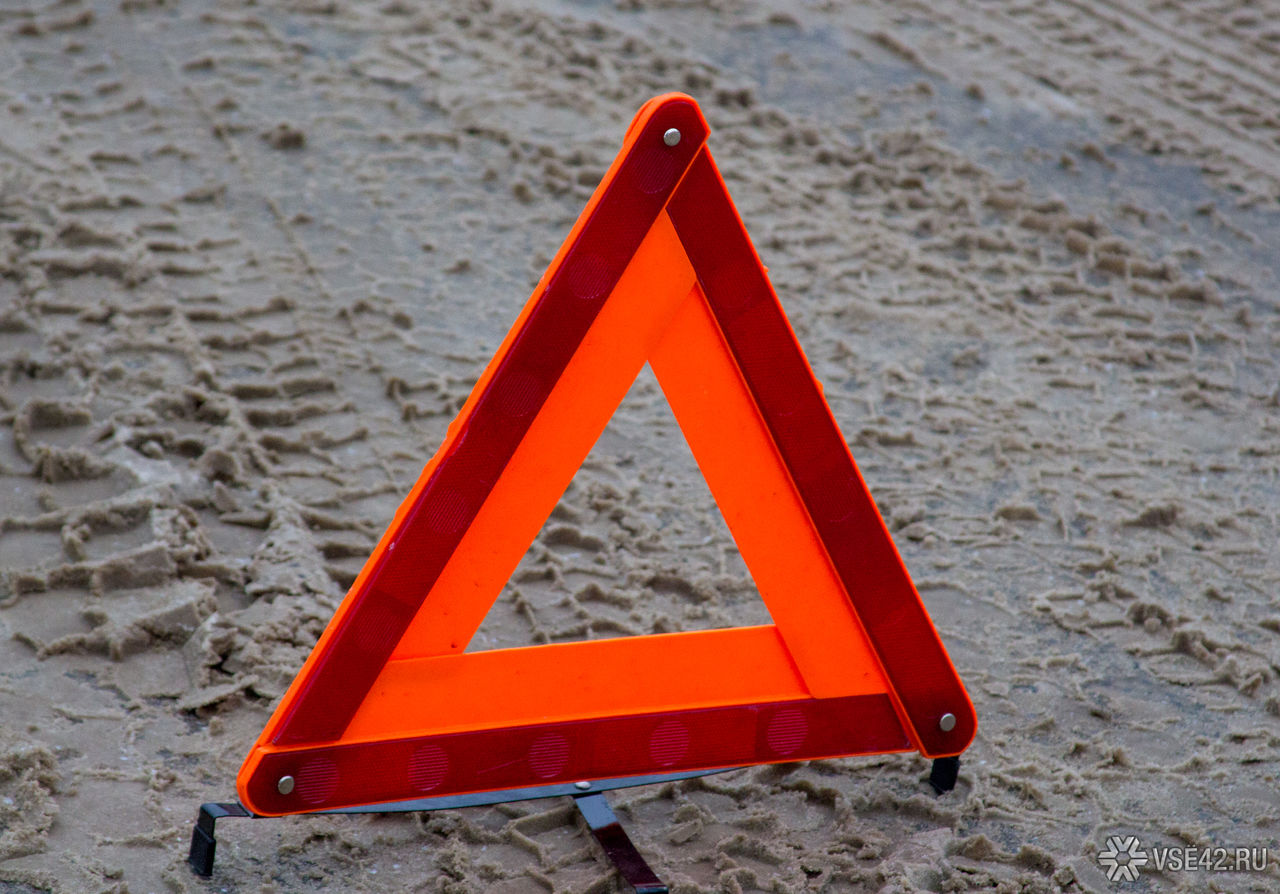 Школьница вТомске скатилась сгорки и угодила под машину