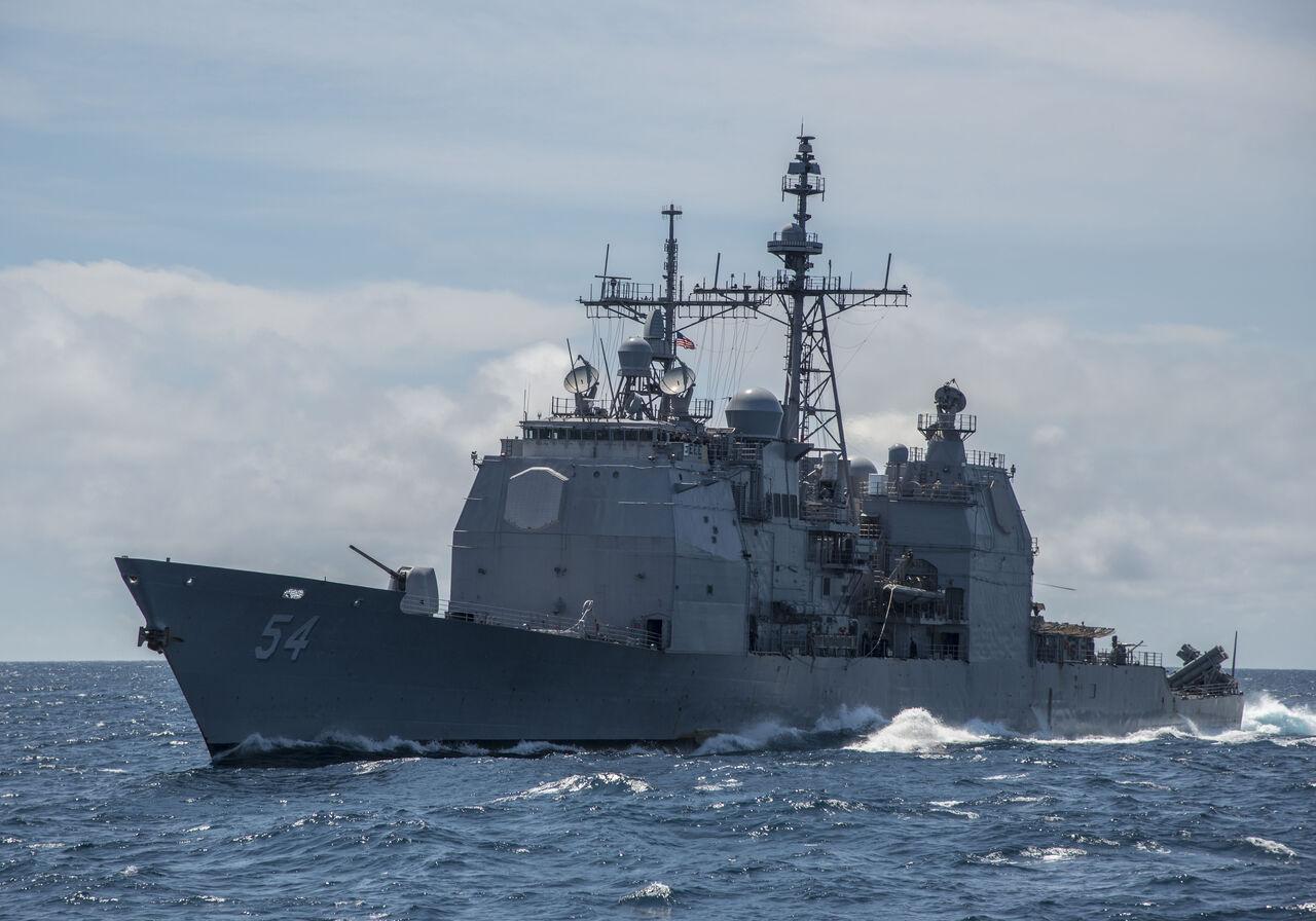 Вяпонском порту сел намель ракетный крейсер США
