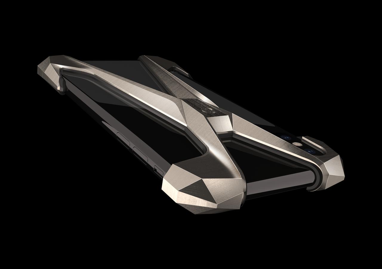 Gray представил титановые чехлы для новых iPhone за185 тыс. руб.