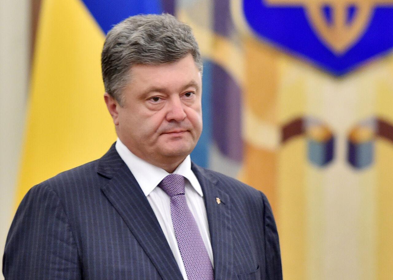 Порошенко прервал визит вФРГ из-за кризиса, устроенного им вАвдеевке