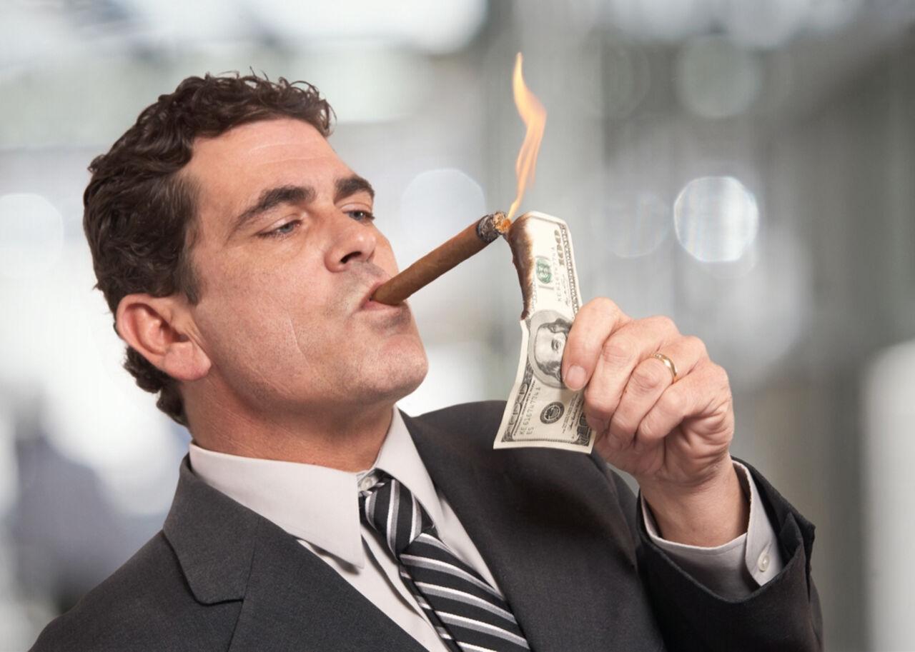 Названы ветви в различных сферах экономики ссамыми высокими зарплатами