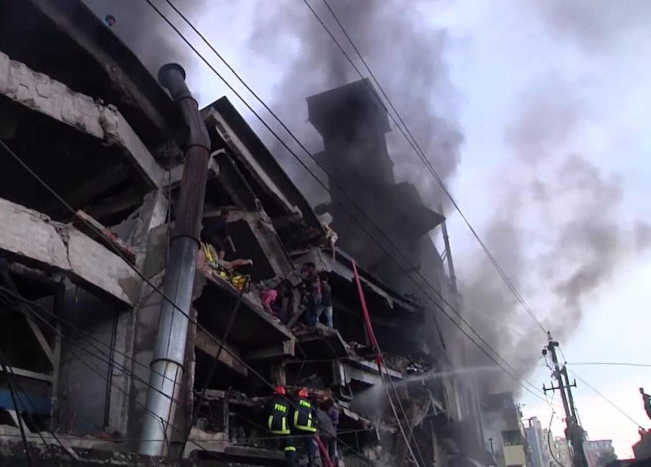 ВБангладеш текстильная фабрика после взрыва рухнула нарабочих