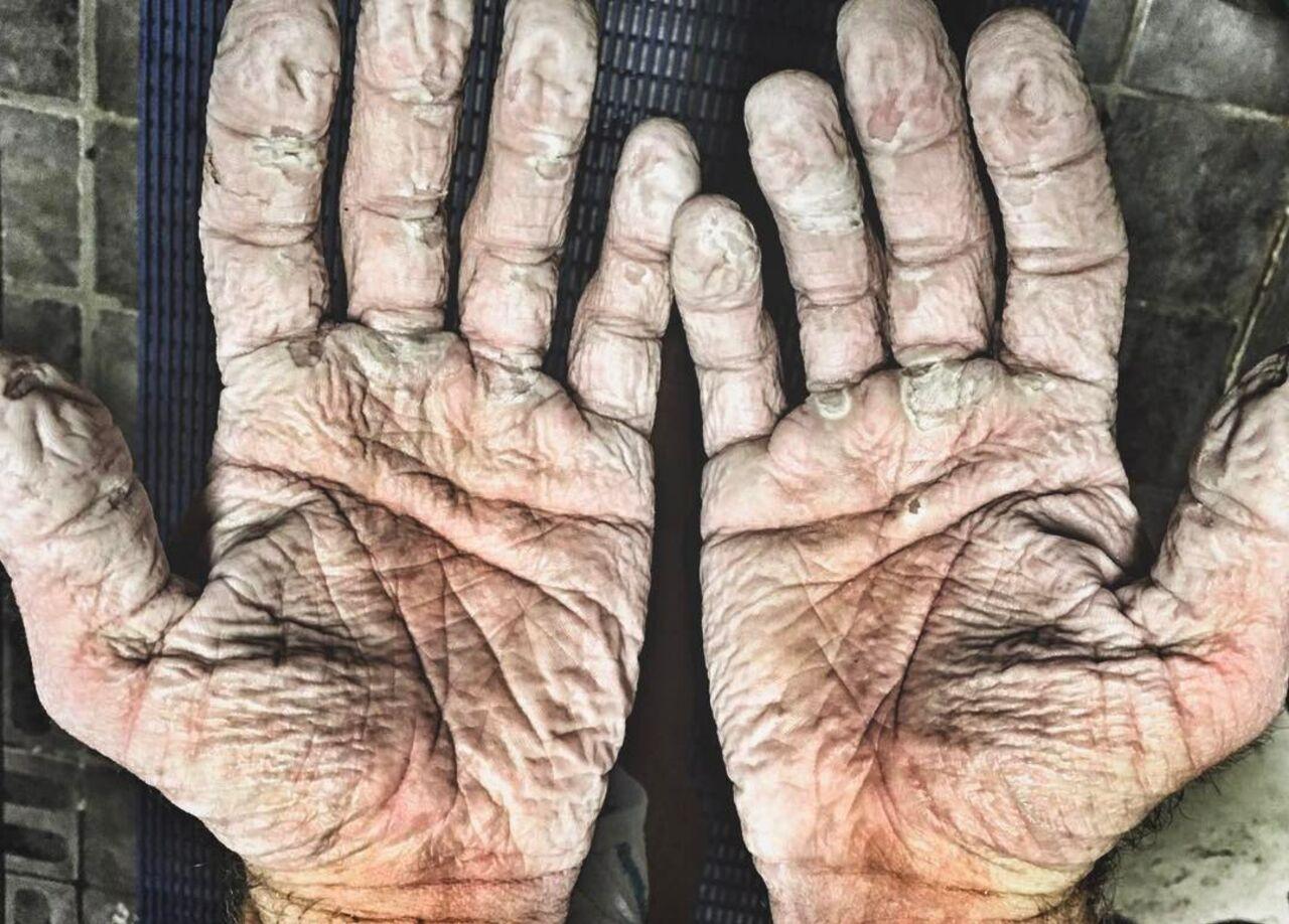 Гребец похвастался руками после плавания поСеверному Ледовитому океану