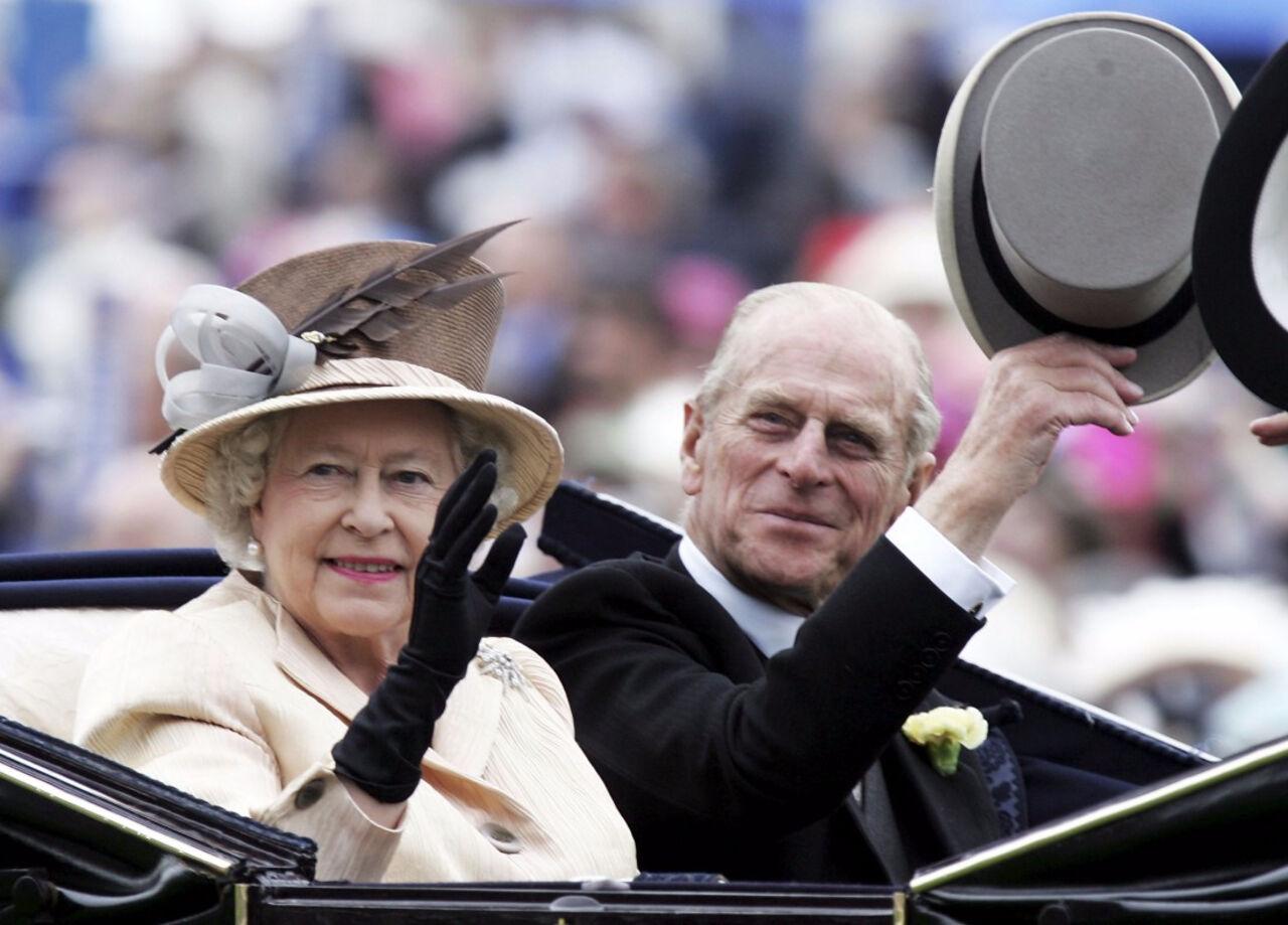 Перед уходом напокой супруг ЕлизаветыII посетит последний парад