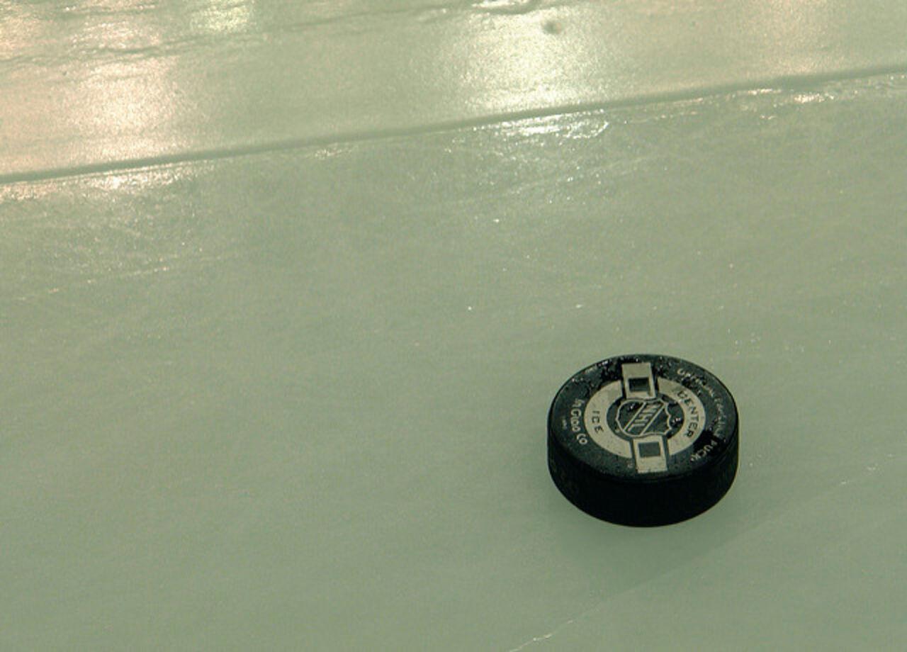 ВНХЛ хоккеист ударил конкурента клюшкой полицу