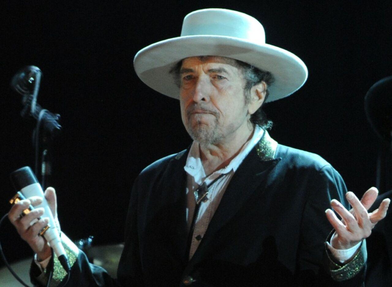 1апреля Бобу Дилану вручили Нобелевскую премию