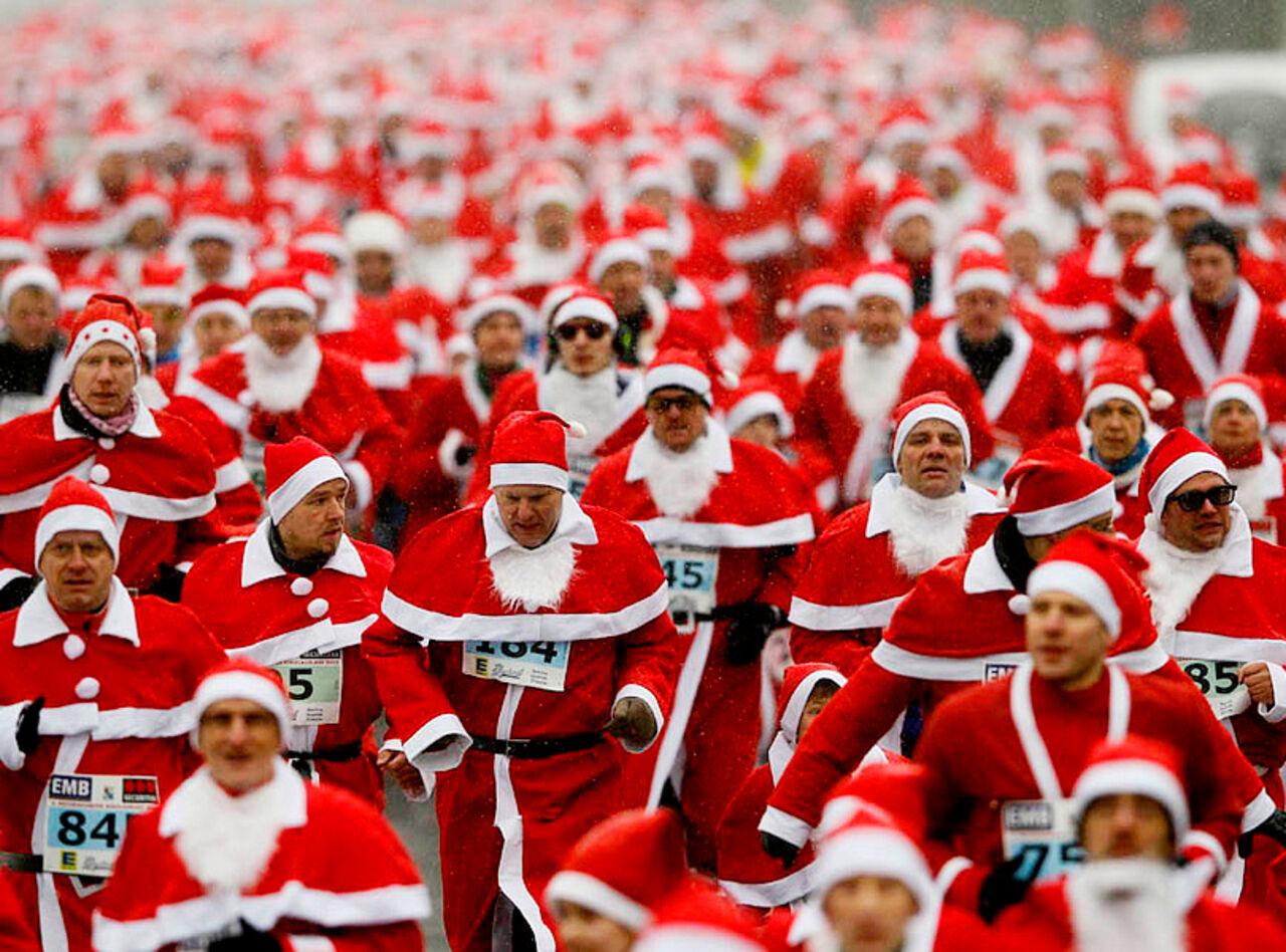 ВКемерове пройдёт тусовка Дедов Морозов иСнегоручек вкрасных купальниках